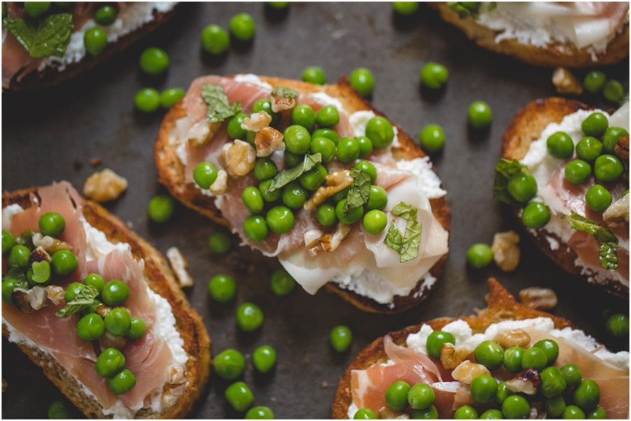 brushetta, bread, cheese, ricotta cheese, recipe, peas, snack, food, food photography, home made, easy, meat, veggies, crostini,